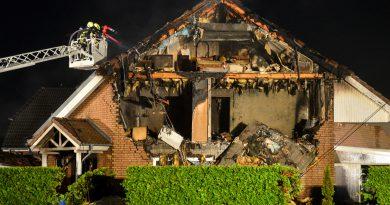 Doppelhaushälfte nach Explosion zerstört