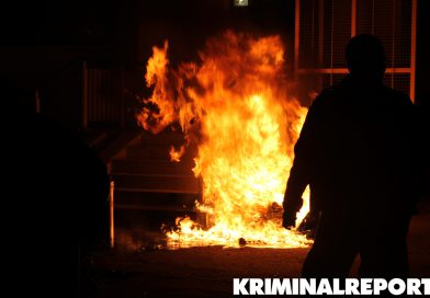 Brandstifter setzt Müllcontainer in Brand