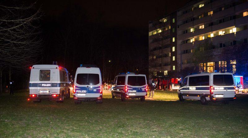 Großeinsatz der Polizei nach Brand in einer unter Quarantäne stehenden Unterkunft für Asylbewerber
