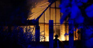 Feuer in Lagerhalle ausgebrochen