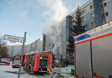 Großeinsatz in Marzahn : Feuerwehr löscht Kellerbrand