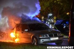 Die Flammen griffen von dem BMW auf einen Volkswagen über.|Foto: DLB