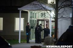 Polizisten vor der Tür des Abschnitts.|Foto: DLB