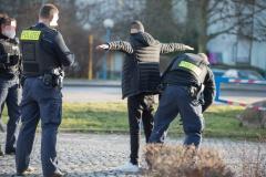 Die Polizei durchsuchte mehrere Personen.|Foto: DLB