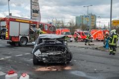 Feuerwehr und Rettungsdienst am Unfallort.|Foto: DLB