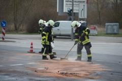 Die Feuerwehr räumte die Unfallstelle.|Foto: DLB