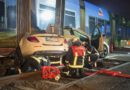 Taxi bei Straßenbahnunfall zerquetscht