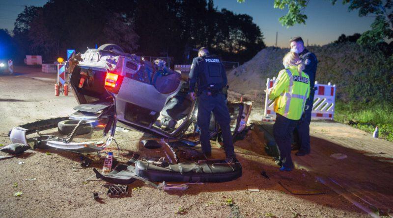 Audi-Fahrer flüchtet vor Polizei – Auto flog über Panke und überschlug sich