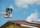 Qualmende Solaranlage auf Hausdach
